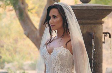 Demi Lovato é Abandonada no Casamento em Novo Clipe