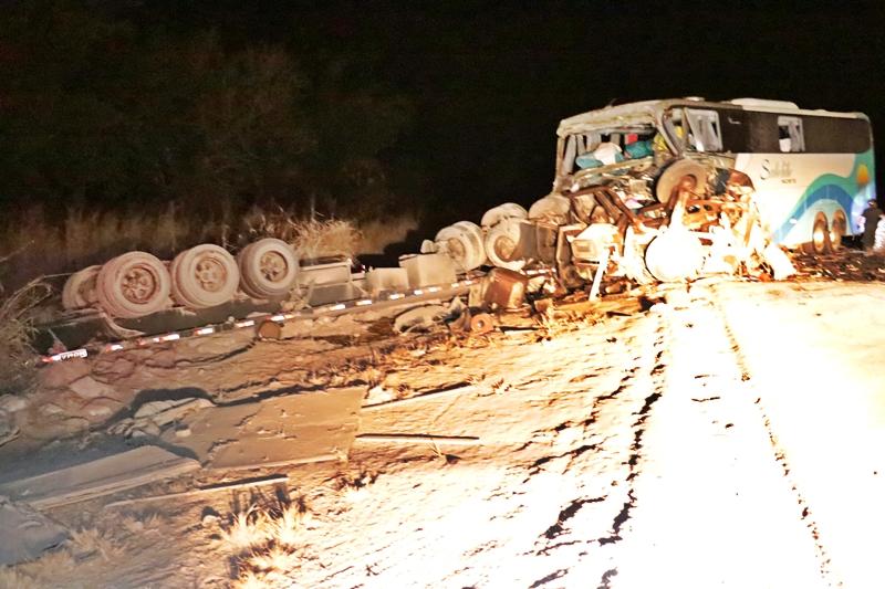 Quatro morrem e mais de 30 ficam feridos em grave acidente na BR-163; veja fotos 5