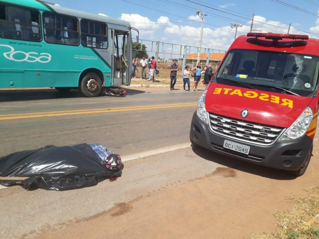 Mulheres morrem em colisão de moto e ônibus; veja fotos 2