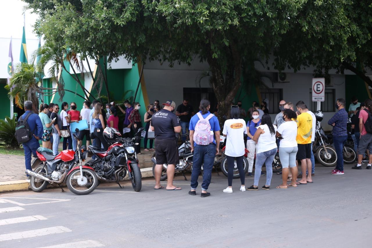 Prefeitura encerra expediente com manifestos contra decreto 4