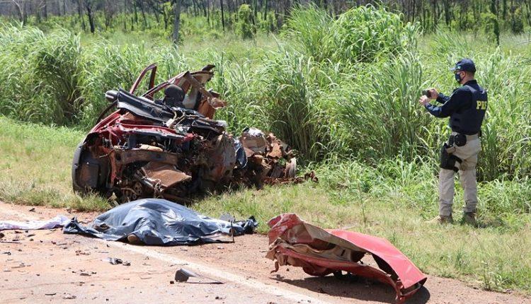 Acidente gravíssimo entre 3 veículos deixa vítimas fatais