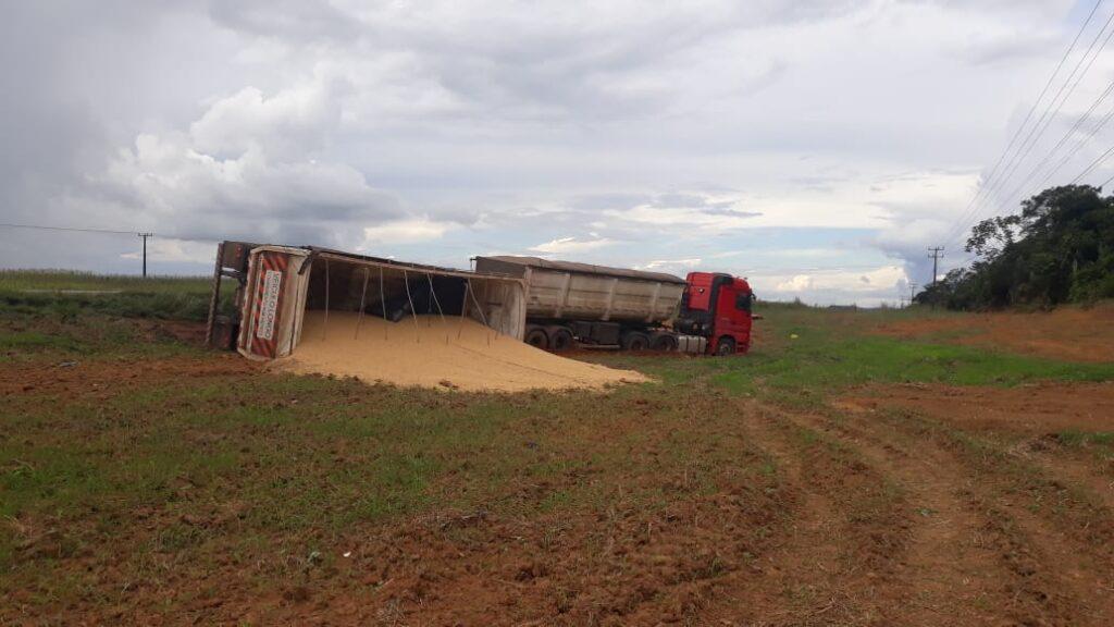 Colisão violenta entre camionete e carreta mata empresário na BR-163 8