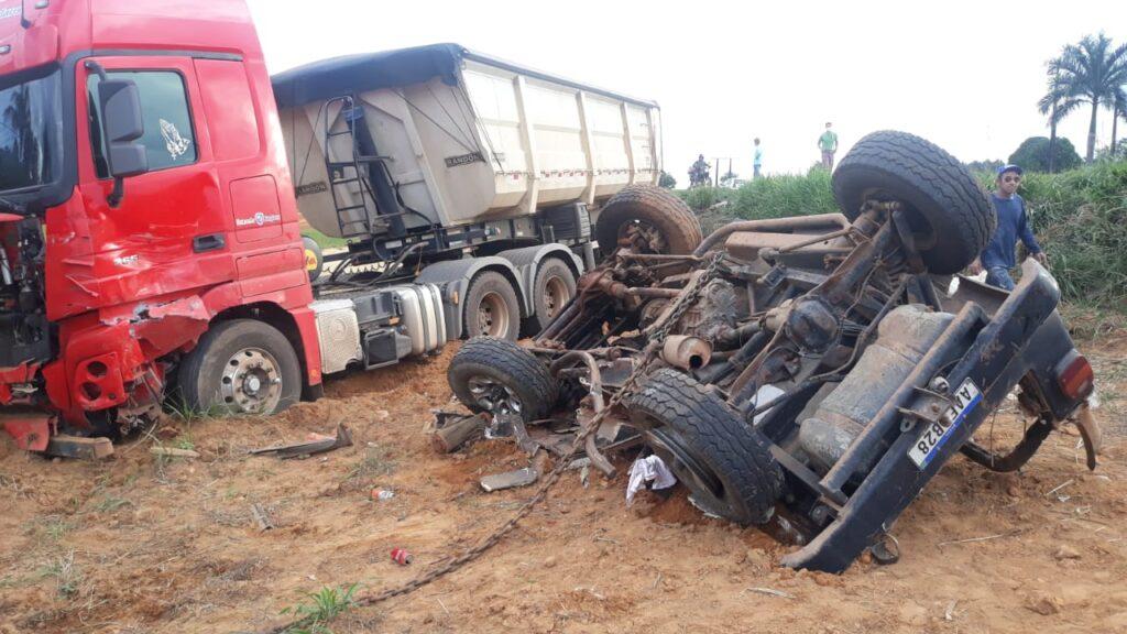 Colisão violenta entre camionete e carreta mata empresário na BR-163 7
