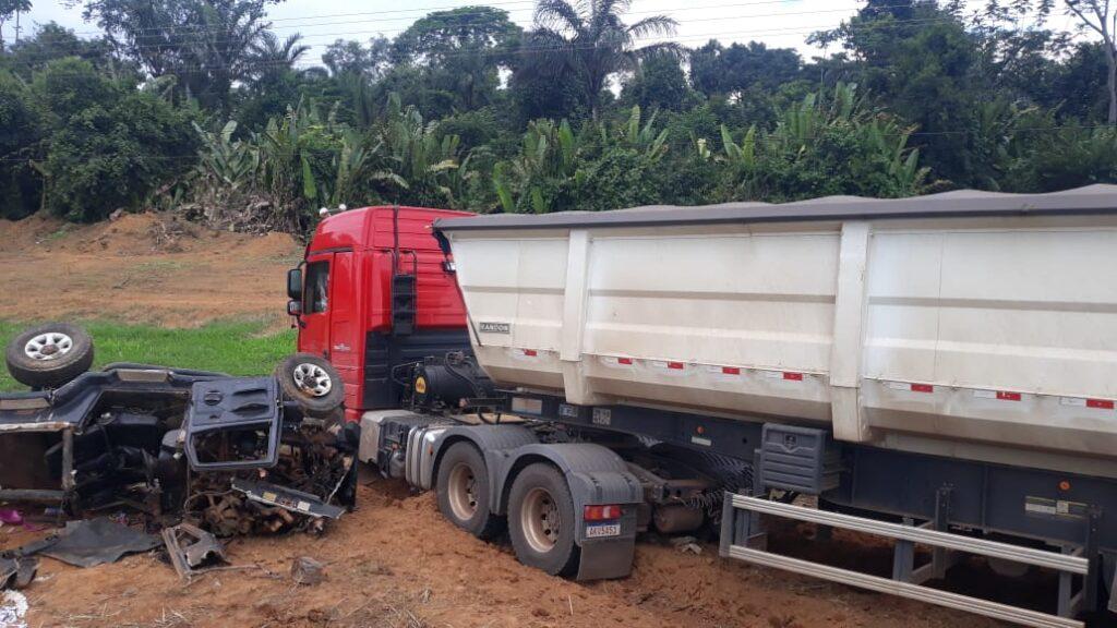 Colisão violenta entre camionete e carreta mata empresário na BR-163 9