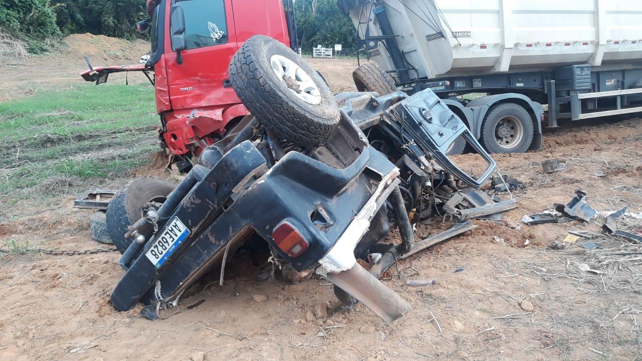 Colisão violenta entre camionete e carreta mata empresário na BR-163 10
