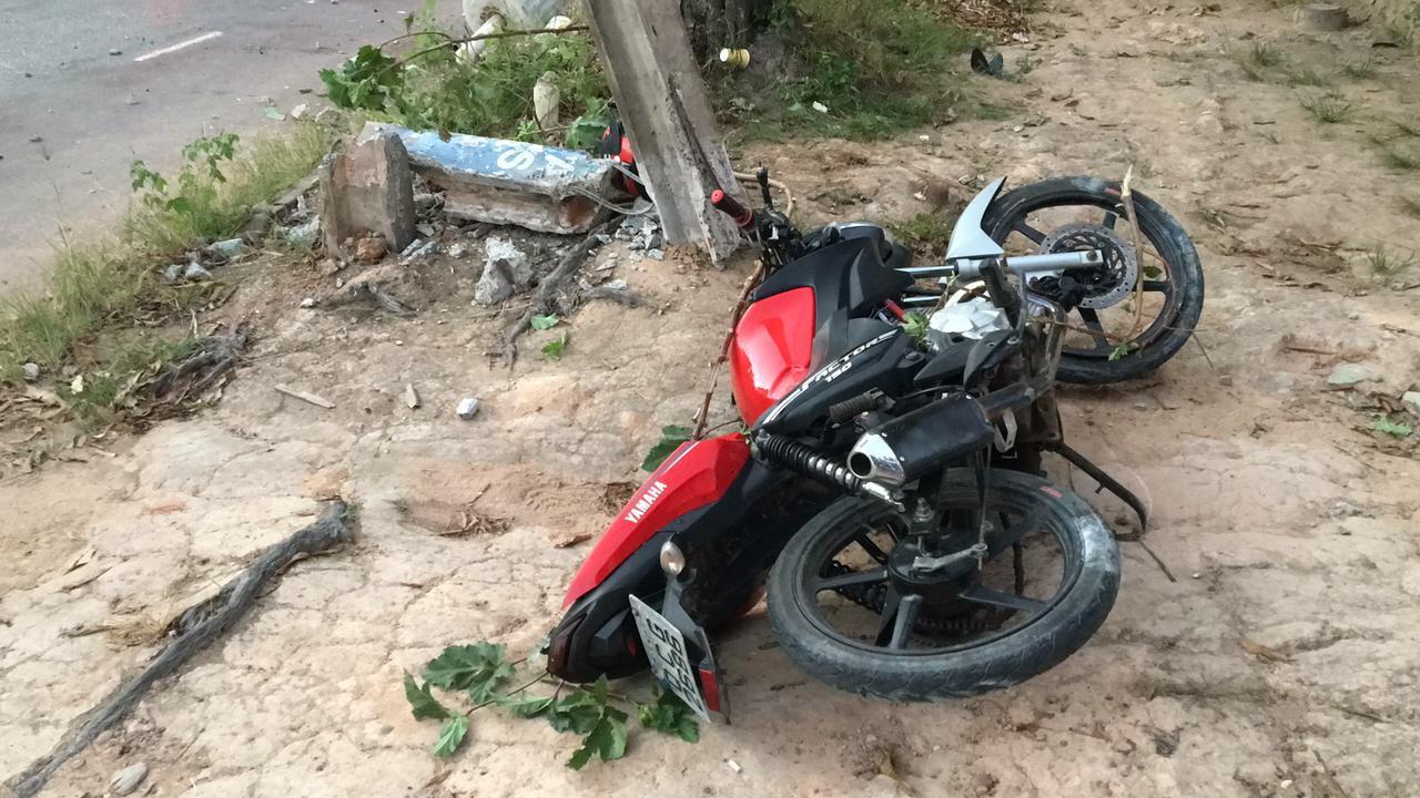 Após perseguição policial, jovem bate em poste e morre 6