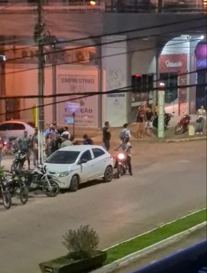 Durante assalto em loja, pessoas são mantidas reféns por horas 2
