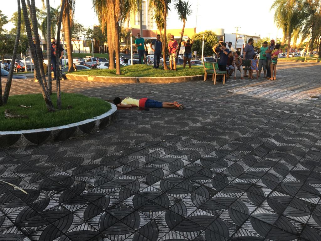 URGENTE: jovem é morto a facadas, em praça no centro de Sinop 7