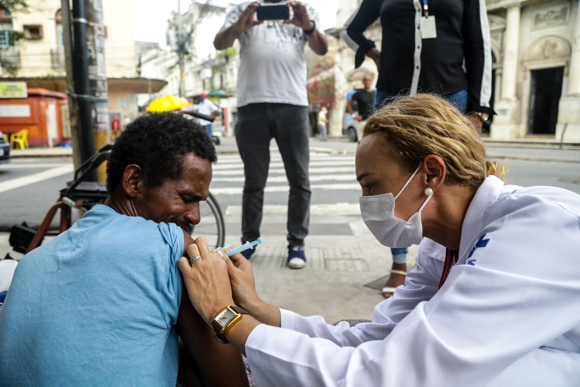 SINOP: moradores de rua começam a ser imunizados