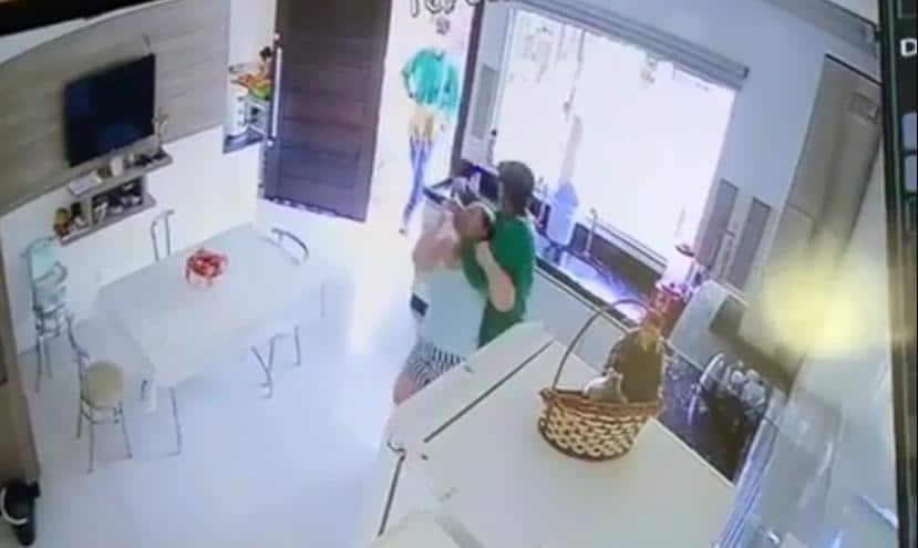 VÍDEO: Assaltantes com uniforme de Setor de Endemias, causam terror a família Sinopense 6