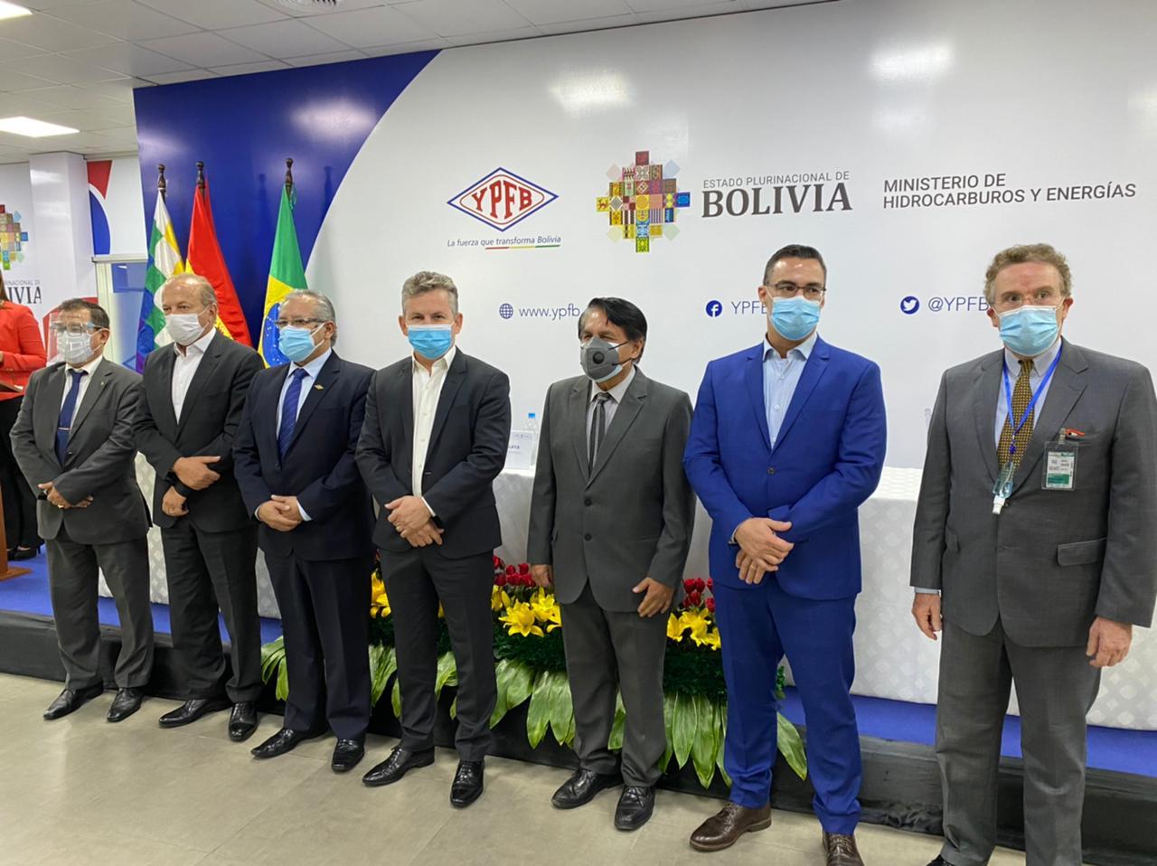 Mendes assina contrato para fornecimento de gás natural da Bolívia 2