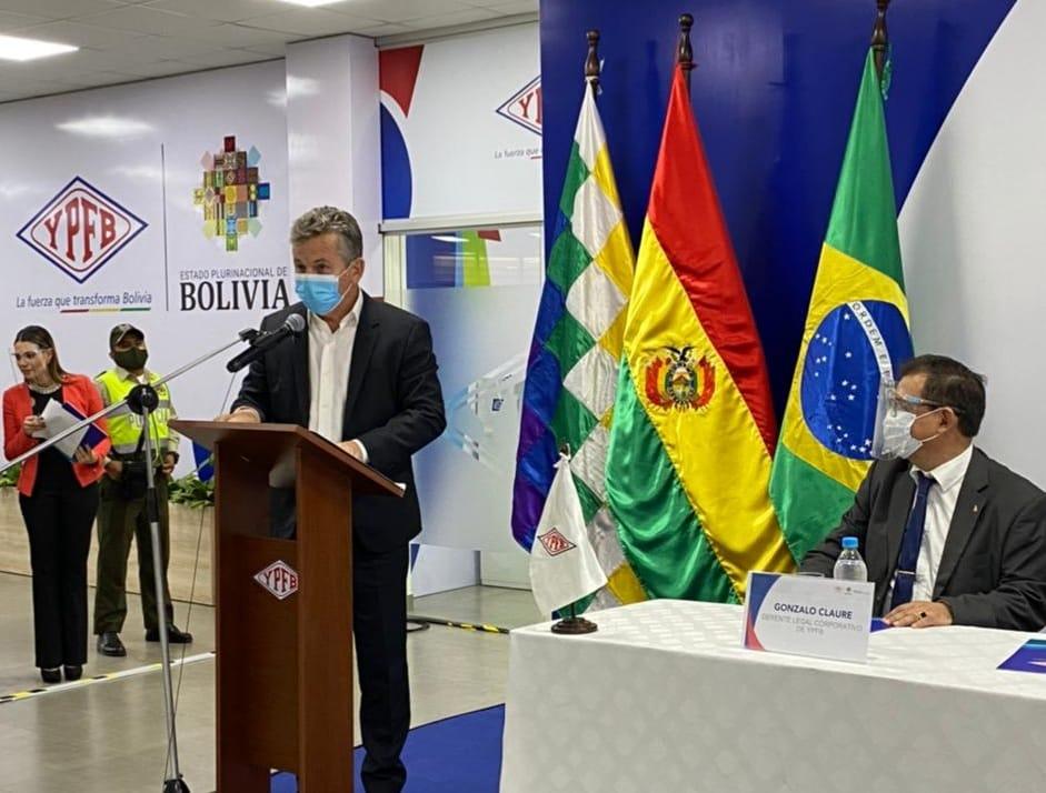 Mendes assina contrato para fornecimento de gás natural da Bolívia