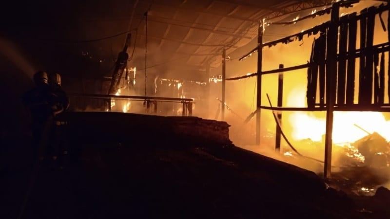 PÂNICO: Fogo destrói madeireira em Sinop
