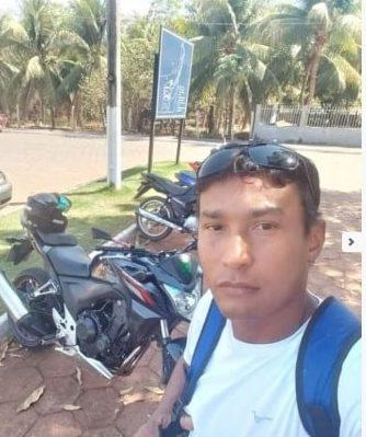 Motociclista tem corpo decepado ao meio em colisão contra poste 2
