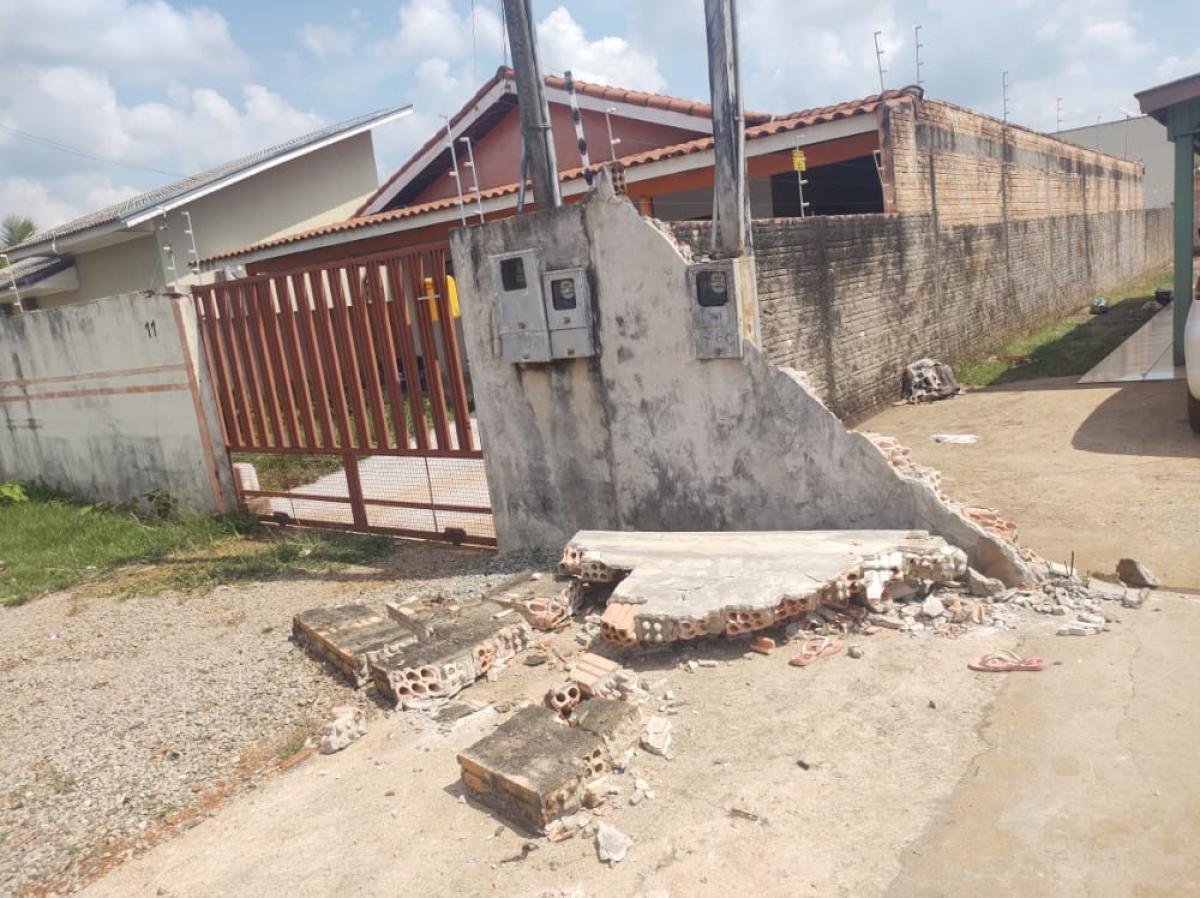 Criança de 7 anos morre após ser atingida por muro em MT